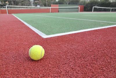 Spor zemin sistemlerinin performansı yapılan spor faaliyetinin kalitesi sporcu sağlığı bakımından zemin ve ayakkabı etkileşimi ayakta ve bacakta oluşacak yüklerin en önemli belirleyicidir.